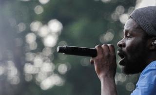 """Féfé reporte son concert au Festival Overlook pour participer à """"On n'est pas couché"""""""