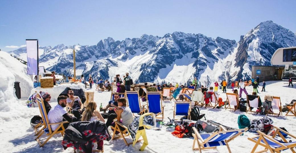 Top 9 - Les festivals à la montagne : tête dans la poudreuse et moufles en l'air