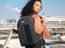 Le sac à dos qui permet de recharger ton téléphone en festival