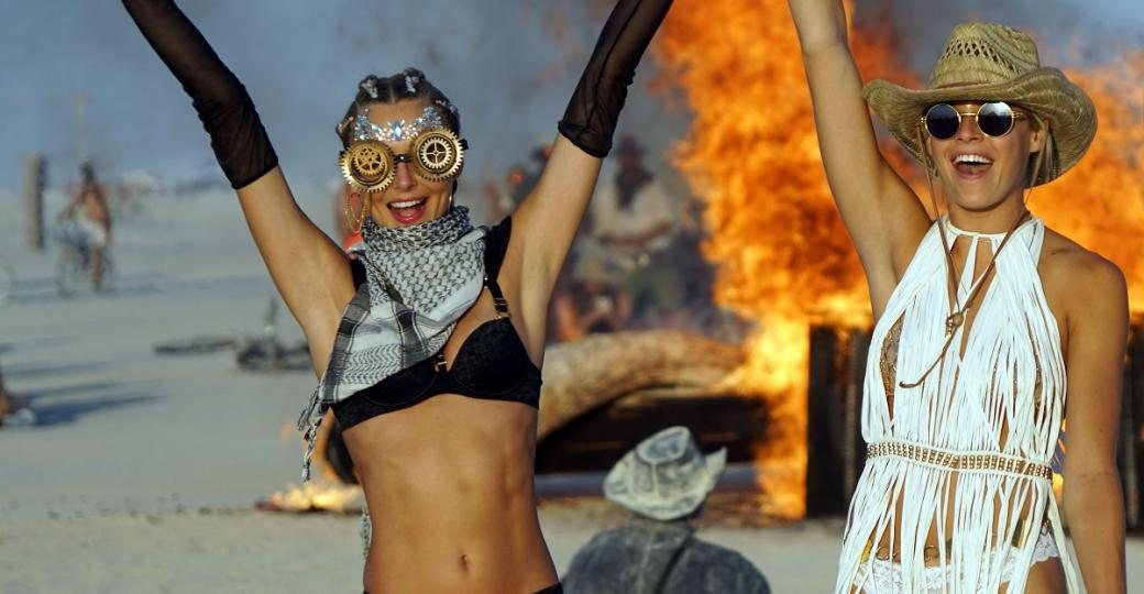 Burning Man veut en finir avec les influenceurs et les forfaits pour campings de luxe