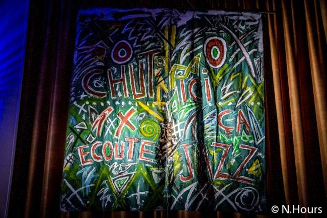 Des collectifs d'artistes ont décorés la salle municipale