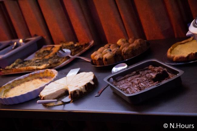 Tarte, cheesecake et brownie étaient au rendez-vous à la pause