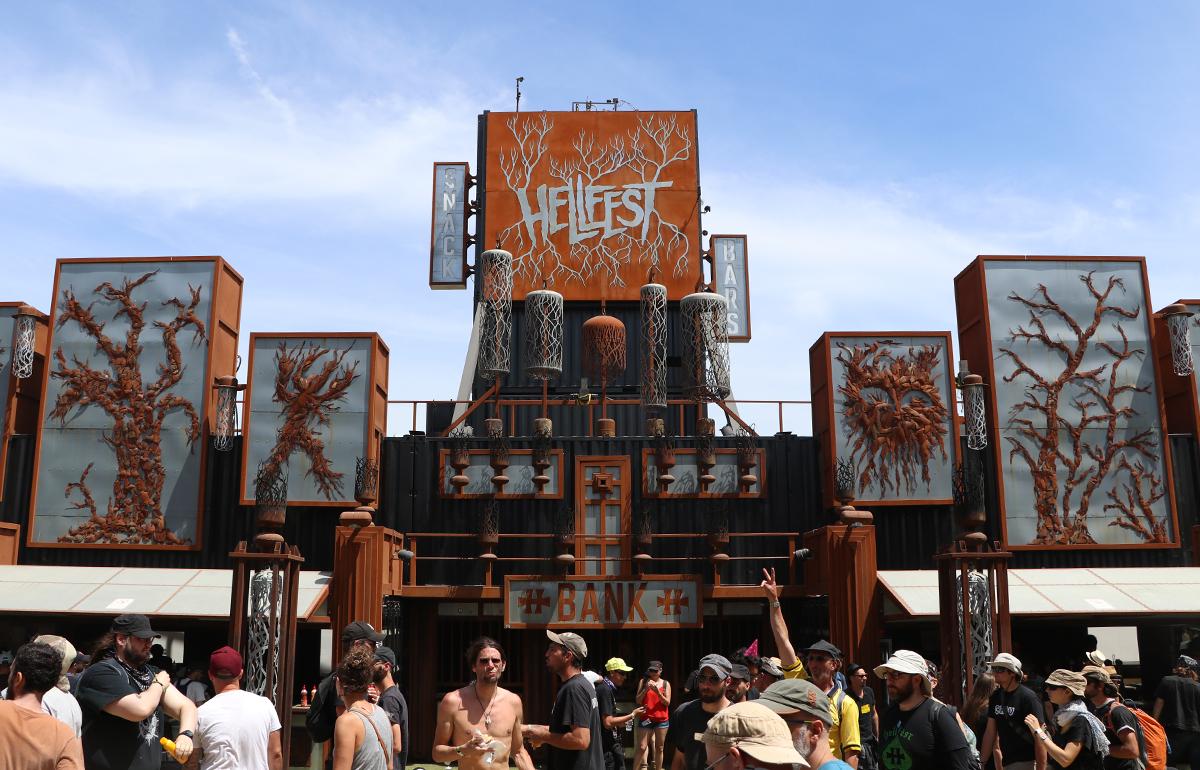 Le HellFest Avec Plus De 150 Concerts Chaque Dition Nest Pas Seulement Un Miroir La Diversit Des Musiques Extrmes